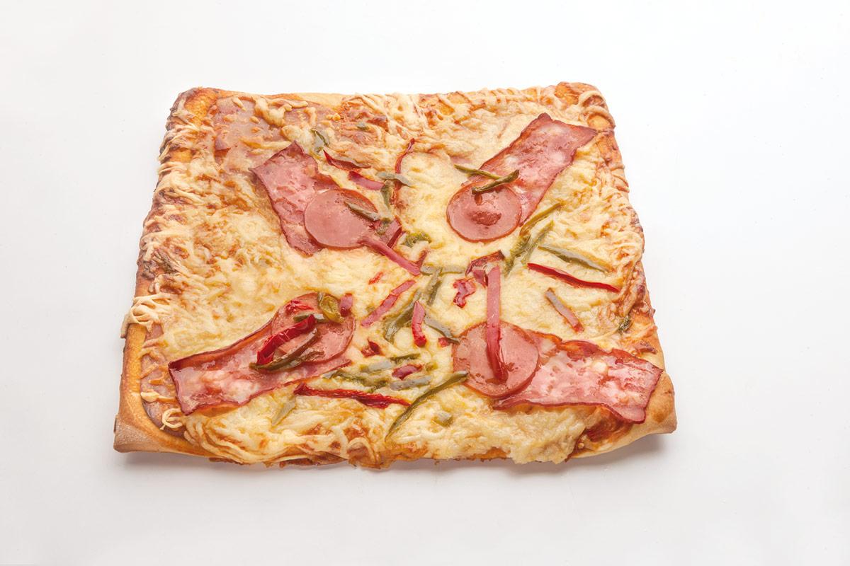 Πίτσα ταψί τεσσάρα